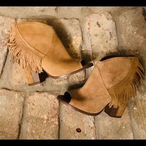 GB Women's size 6M cute open toe booties.